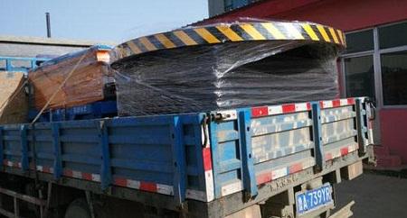 上海张老板订购2台升降舞台装车发货